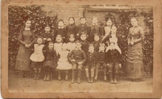 Unidentified school group, Bedford, nd.  Photographer: H. J. Kingham | photo: from the collection of Barbara Tearle