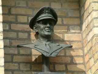 Bust of Glen Miller on Bedford Corn Exchange | photo: Stuart Antrobus