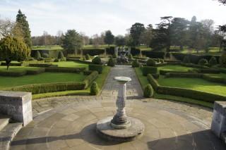 Formal garden at Luton Hoo | photo: Elaine Tearle